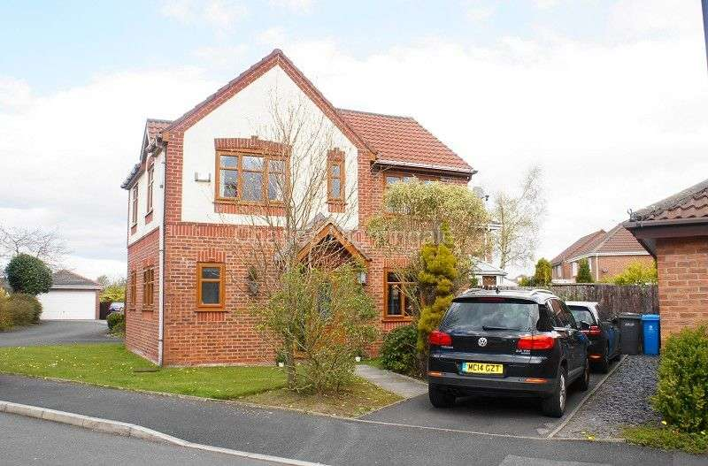 3 Bedrooms Detached House for sale in Cairnwell Road, Chadderton, Oldham, Greater Manchester. OL9 0NA