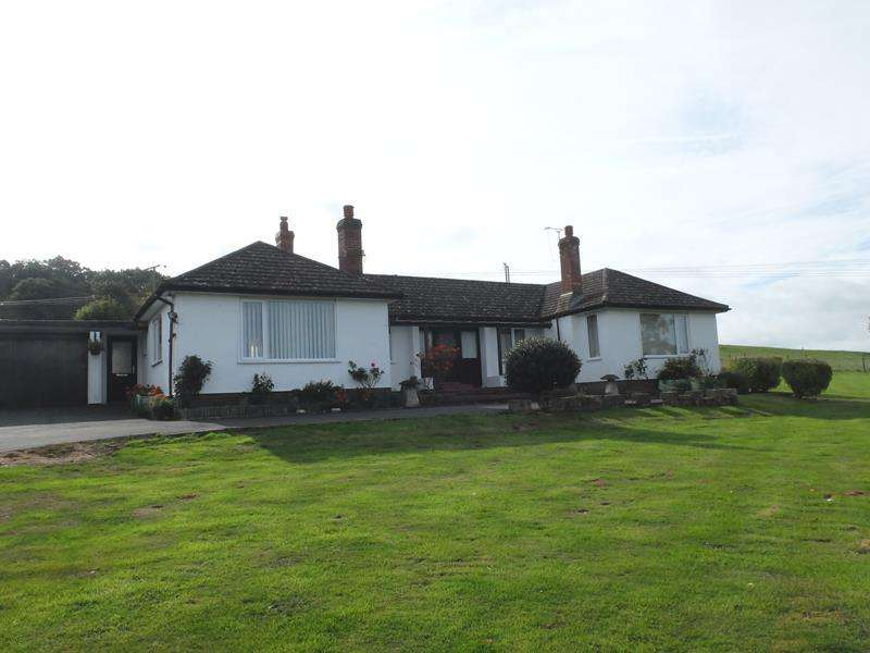 3 Bedrooms Bungalow for sale in Lokefield Bungalow, Hereford Road, Ledbury, Herefordshire, HR8 2PX