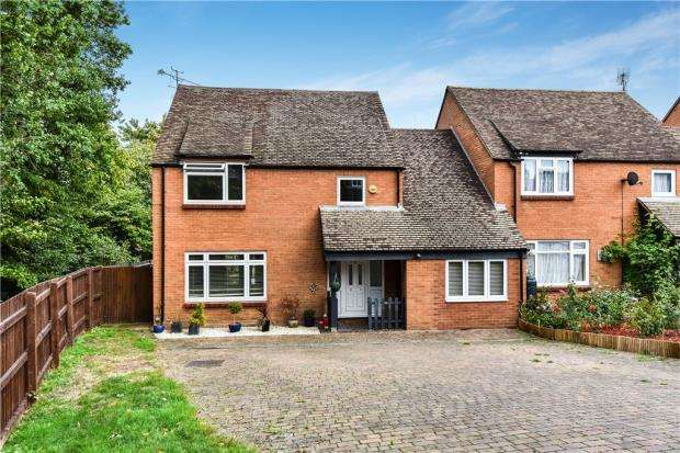 4 Bedrooms Link Detached House for sale in Peddlars Grove, Yateley, Hampshire