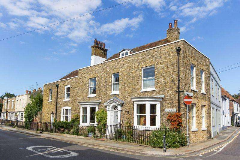 5 Bedrooms Terraced House for sale in Sandwich