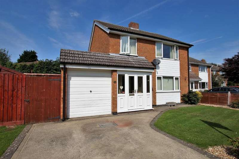 3 Bedrooms Detached House for sale in Minster Drive, Cherry Willingham