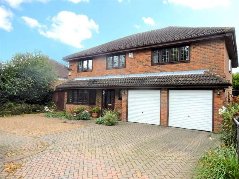 4 Bedrooms Detached House for sale in Wokingham Road, SANDHURST, Berkshire