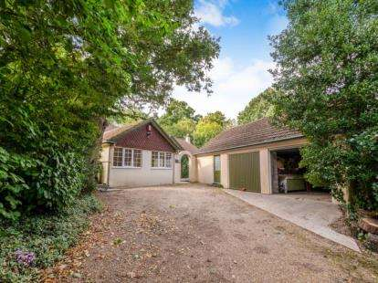 3 Bedrooms Bungalow for sale in Titchfield, Fareham, Hampshire