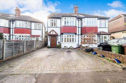 4 Bedrooms Semi Detached House for sale in Chingford