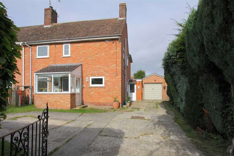 3 Bedrooms Semi Detached House for sale in Parkhouse Road, Shipton Bellinger