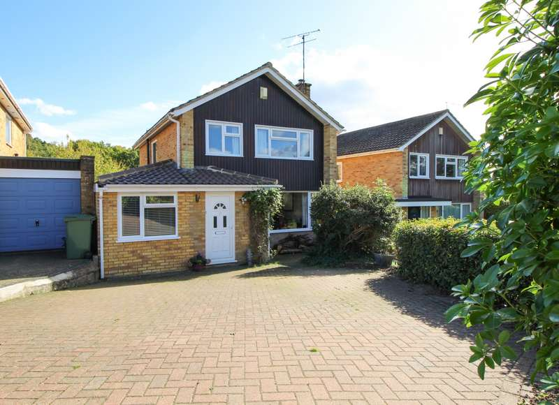4 Bedrooms Detached House for sale in Churchill Crescent, Sonning Common, RG4