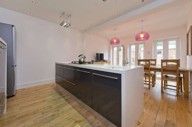 4 Bedrooms Terraced House for sale in Marlborough Road, London, SW19