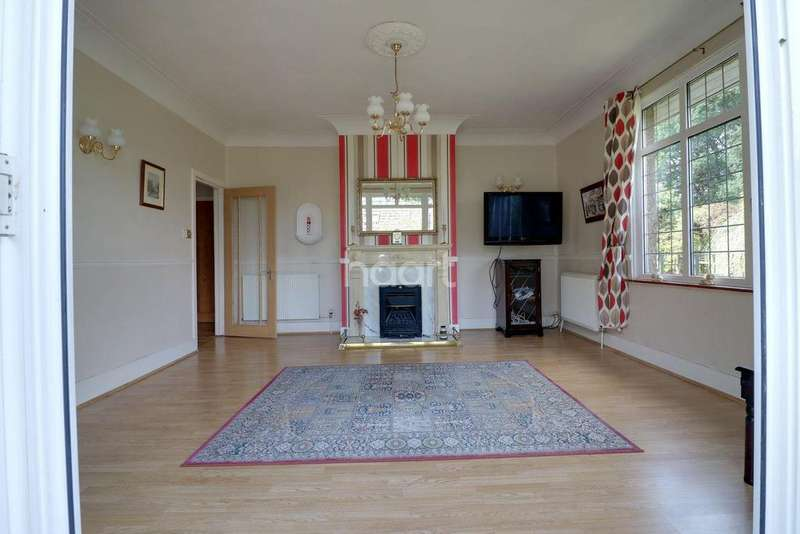 3 Bedrooms Bungalow for sale in Broad Lane, Bracknell
