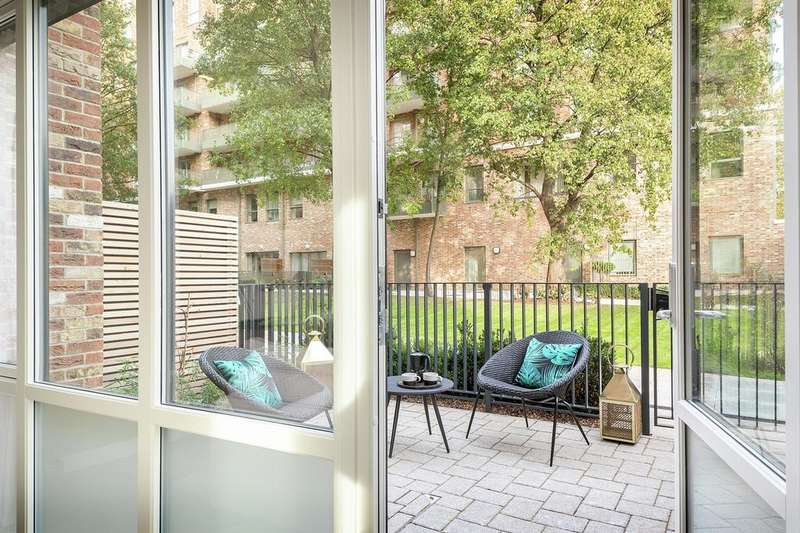 1 Bedroom Apartment Flat for sale in West Point, Acton Gardens, W3