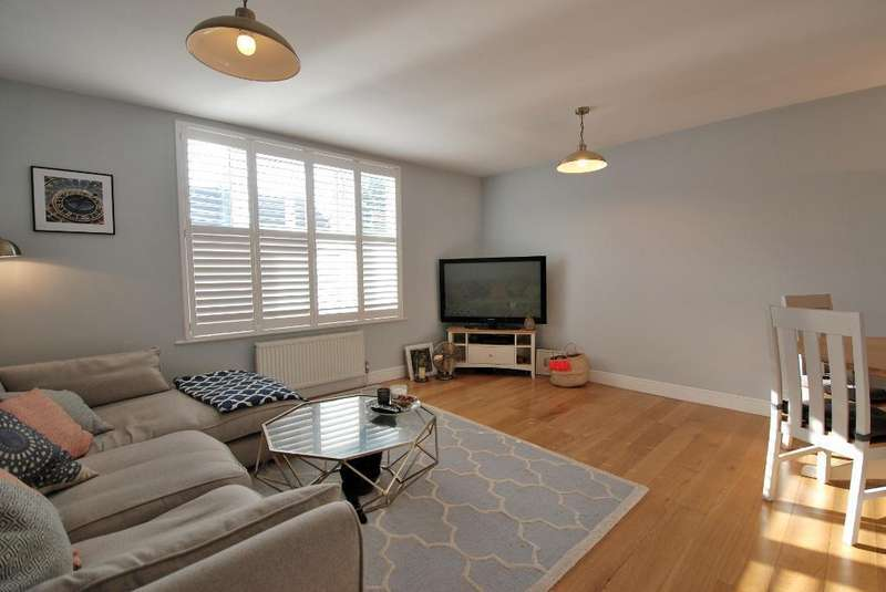 2 Bedrooms Flat for sale in Greenford Avenue, Hanwell, London, W7 1LP