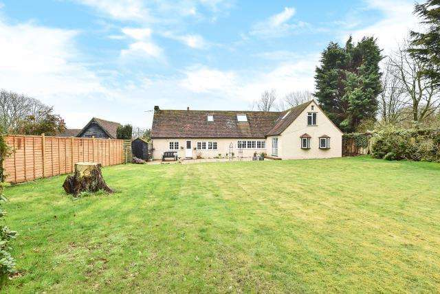 5 Bedrooms Detached House for sale in Chartridge, Buckinghamshire, HP5