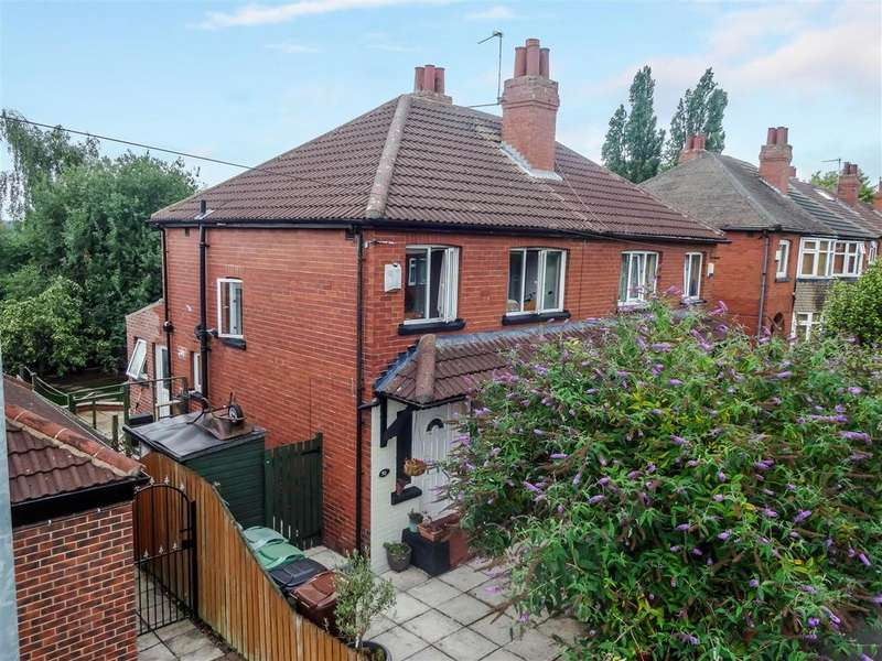 3 Bedrooms Semi Detached House for sale in Lea Farm Grove, Kirkstall