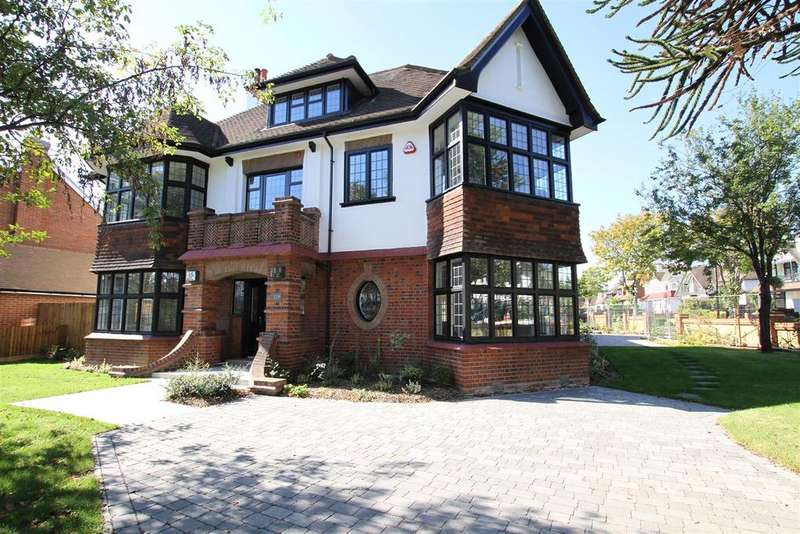 4 Bedrooms Detached House for sale in Chalkwell Avenue, Westcliff-On-Sea