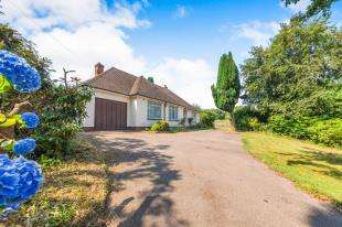3 Bedrooms Bungalow for sale in Vicarage Road, Burwash Common, Etchingham, East Sussex