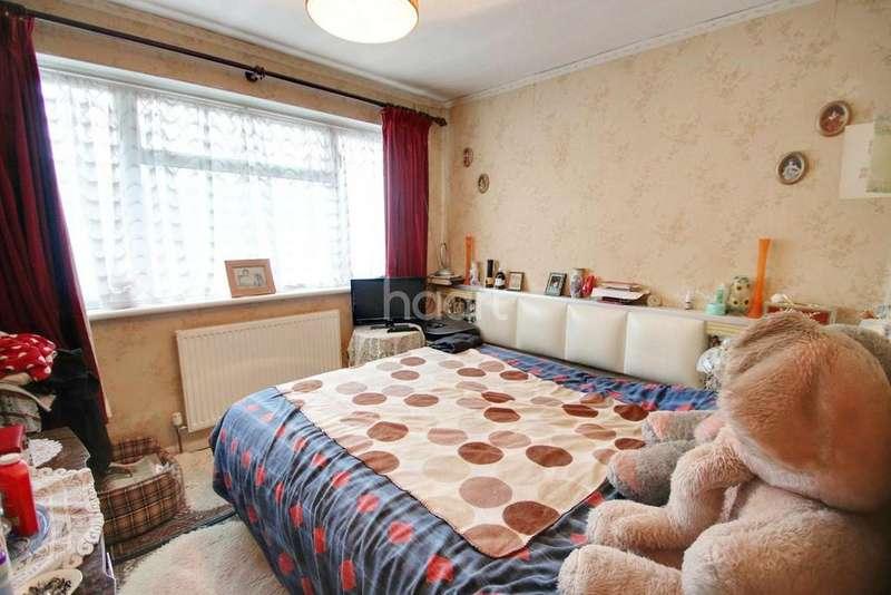 3 Bedrooms Terraced House for sale in Tweed Road