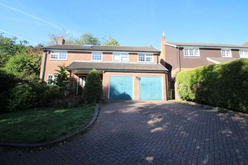 5 Bedrooms Detached House for sale in Emmets Park, Binfield, RG42