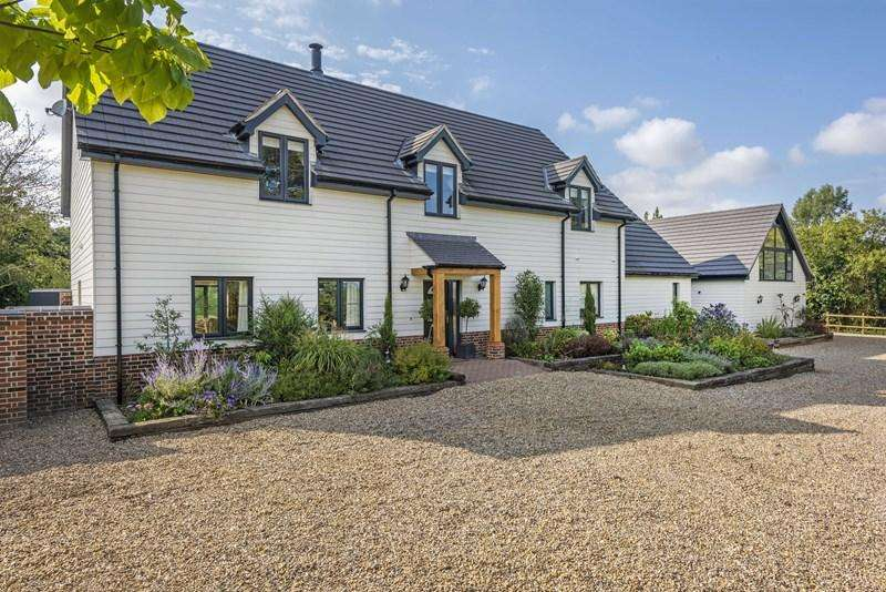 5 Bedrooms Detached House for sale in Back Road, Yelverton, Norwich