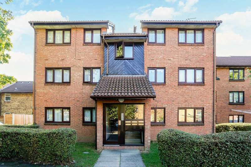 2 Bedrooms Flat for sale in Sapphire Close, Dagenham, RM8