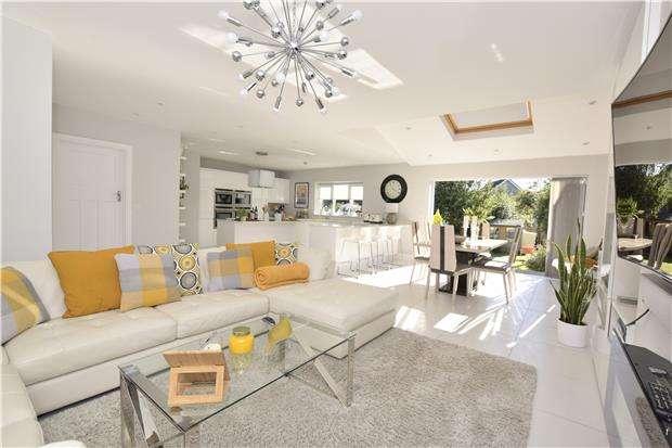 4 Bedrooms Semi Detached House for sale in Stonehill, Hanham, BS15 3HL