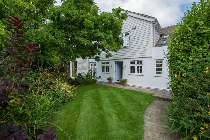 4 Bedrooms Detached House for sale in Hull Place, Sholden, CT14