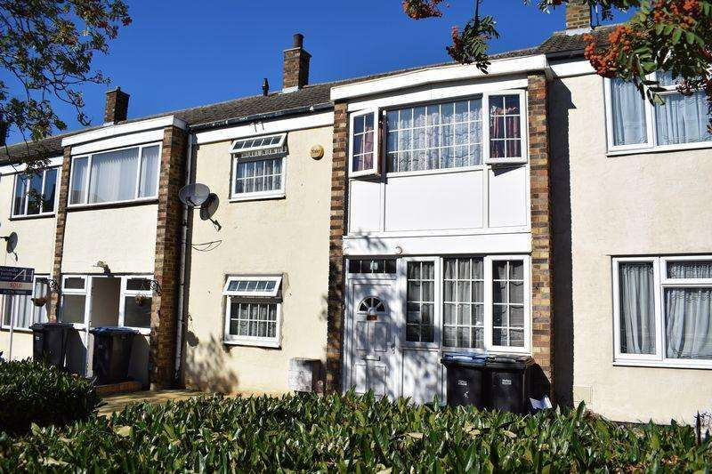 3 Bedrooms Terraced House for sale in Hornbeams, Harlow, Essex, CM20 1PQ