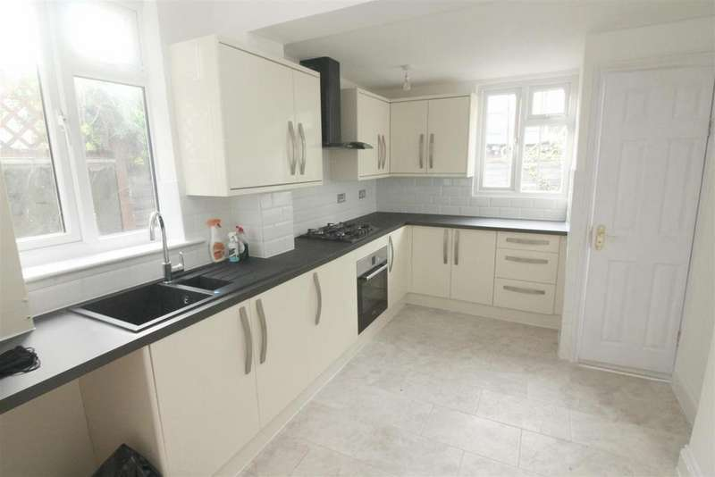 3 Bedrooms House for sale in Station Crescent, London
