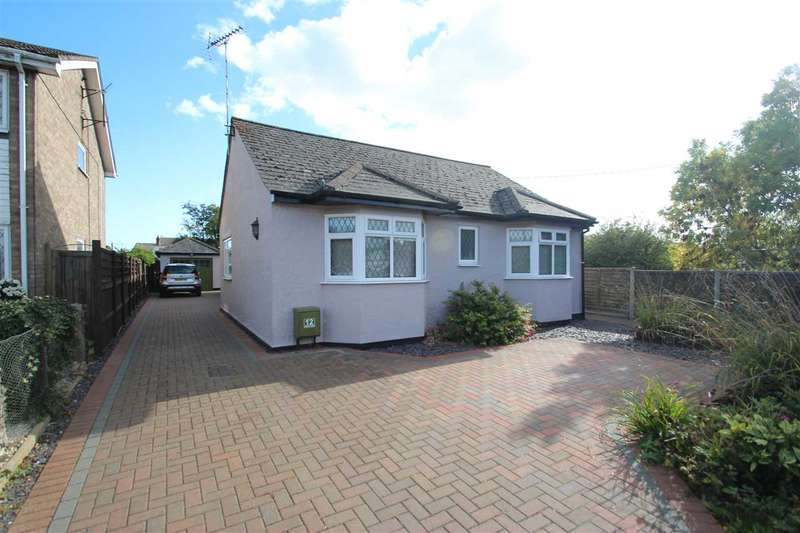 4 Bedrooms Bungalow for sale in Harwich Road, Little Clacton