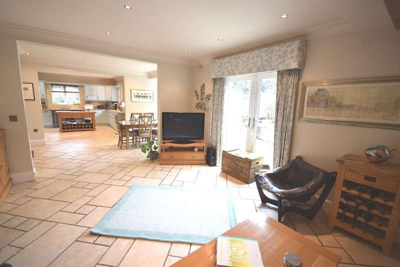5 Bedrooms Detached House for sale in Bawtry Road, Bessacarr, Doncaster