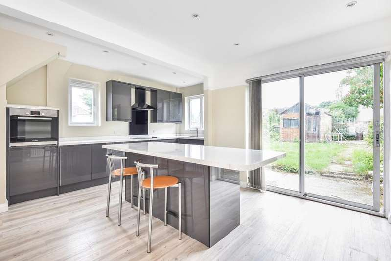 3 Bedrooms End Of Terrace House for sale in Perry Hill London SE6