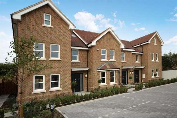 4 Bedrooms House for rent in The Harrow, Luton Road, Harpenden