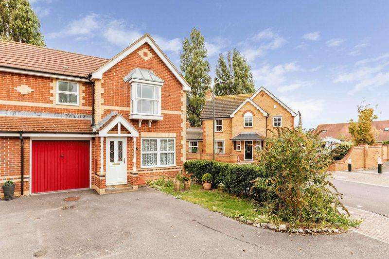 3 Bedrooms Semi Detached House for sale in Siskin Road, Southsea