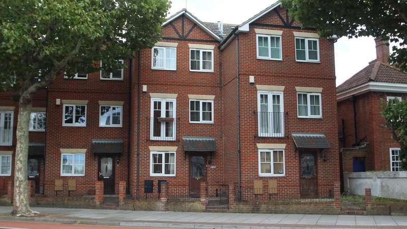 4 Bedrooms Town House for sale in London Road, North End, Portsmouth PO2