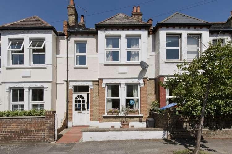 4 Bedrooms Terraced House for sale in Sandtoft Road London SE7