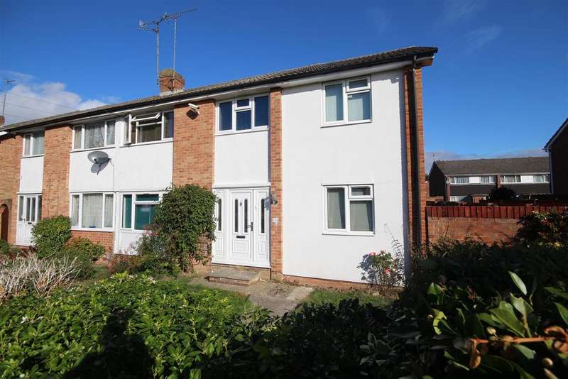4 Bedrooms Semi Detached House for sale in Kingfisher drive, Woodley, Reading