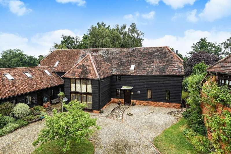 4 Bedrooms Detached House for sale in Wheatlands Manor, Park Lane, Finchampstead, RG40