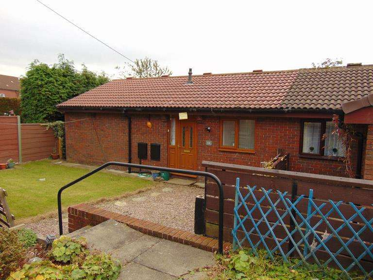 2 Bedrooms Semi Detached Bungalow for sale in 32BCrowley Lane, Watersheddings, Oldham