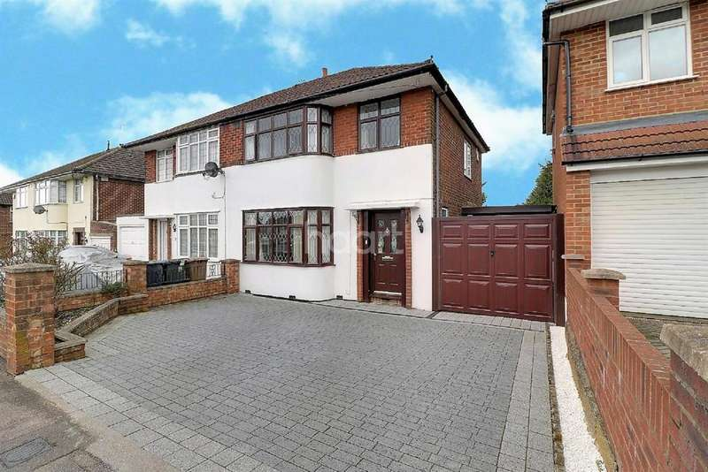 3 Bedrooms Semi Detached House for sale in Hot In Hollybush
