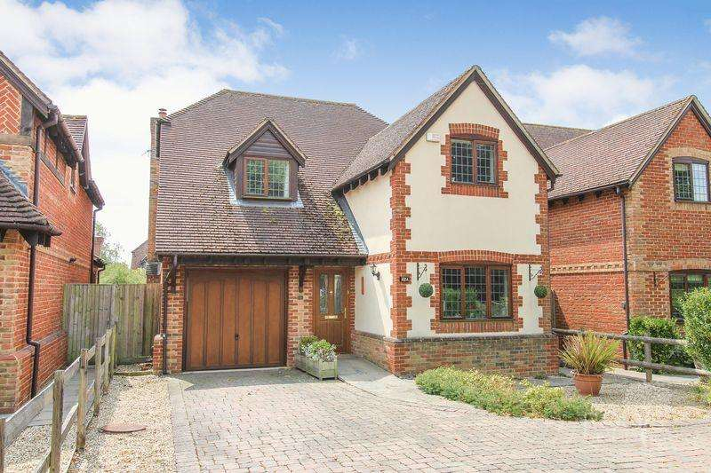 5 Bedrooms Detached House for sale in Church Gate, Thatcham