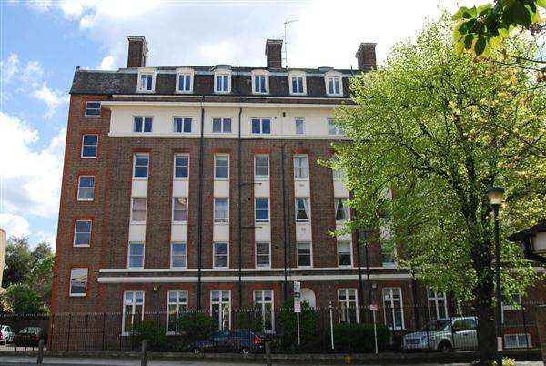 3 Bedrooms Apartment Flat for sale in Dartmouth House, Catherine Grove, London