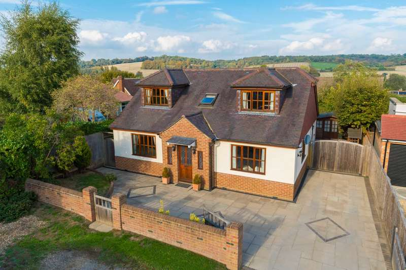 3 Bedrooms Detached House for sale in Home Farm Road, Northchurch