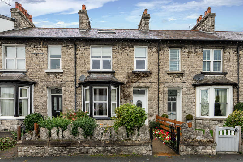 3 Bedrooms Terraced House for sale in 83 Appleby Road, Kendal, Cumbria, LA9 6HE