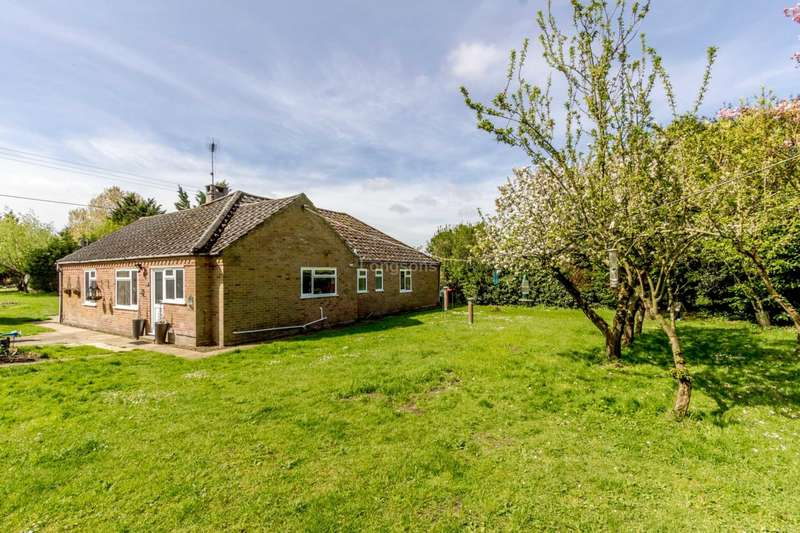4 Bedrooms Detached Bungalow for sale in Lynn Road, Swaffham