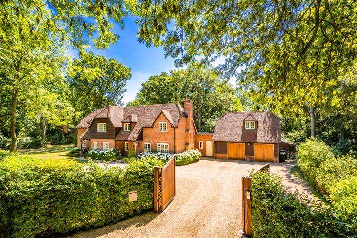 5 Bedrooms Detached House for sale in Kilnwood House, Upper Basildon, RG8