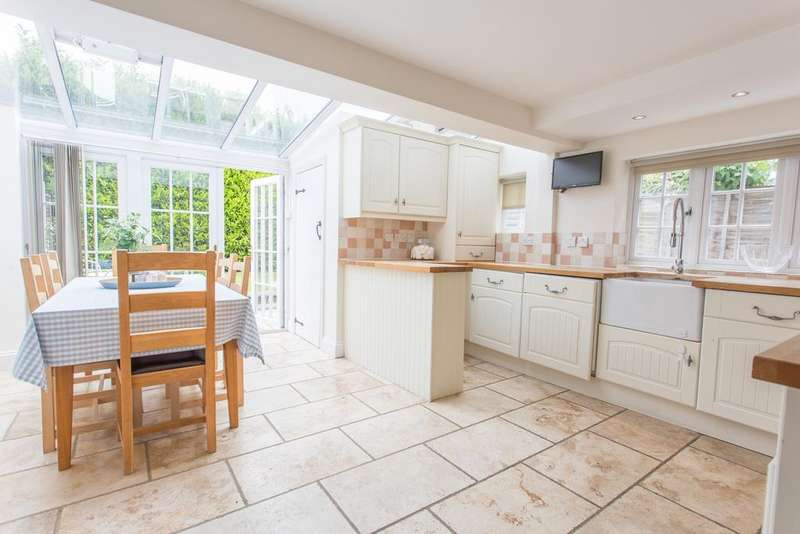 2 Bedrooms Semi Detached House for sale in CENTRAL ASCOT, Course Road, Ascot, Berkshire, SL5 7HL