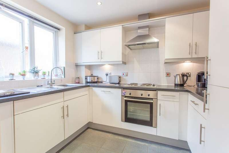 2 Bedrooms Apartment Flat for sale in Gated Development, Vernon Court, London Road, Ascot, SL5 8DS