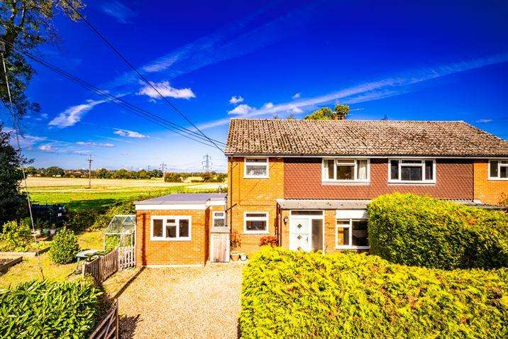 4 Bedrooms Semi Detached House for sale in Long Meadow, Upper Basildon, RG8
