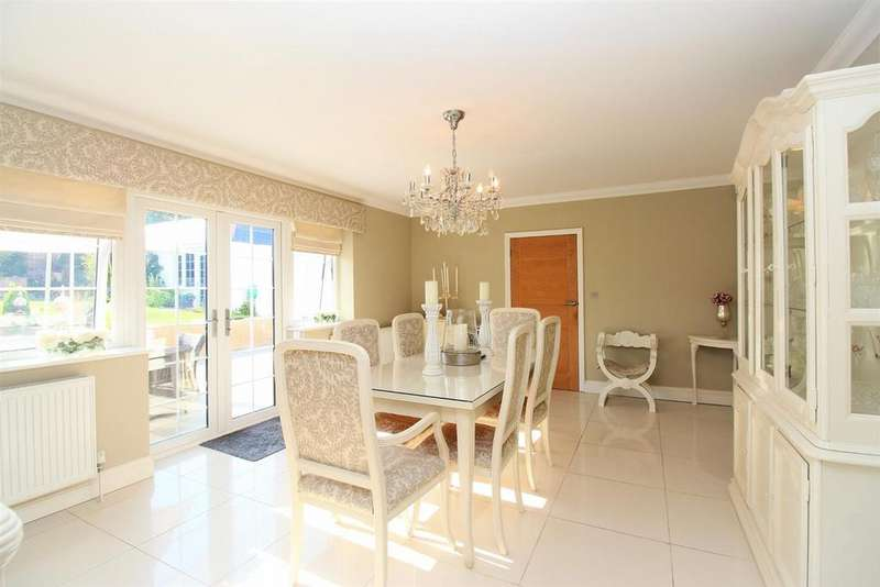 5 Bedrooms Detached House for sale in Burnt House Lane, Wilmington