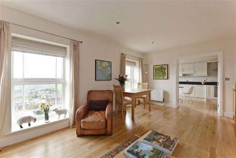 3 Bedrooms Flat for sale in 8, Rockside Hydro, Cavendish Road, Matlock, Derbyshire, DE4
