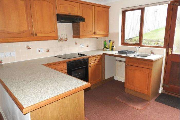 2 Bedrooms Bungalow for sale in 8 REEVES CLOSE, PORTHLEVEN, TR13