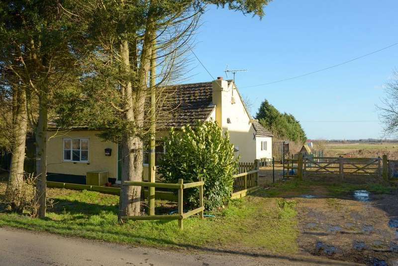 3 Bedrooms Bungalow for sale in Barroway Drove NORFOLK